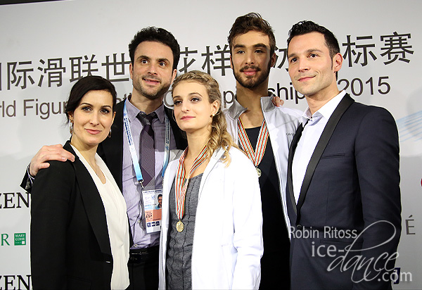 Papadakis & Cizeron (FRA) with their coaches Romain Haguenauer, Marie-France Dubreuil and Patrice Lauzon