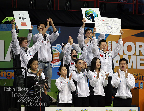 Men's Group 3 - Lots of support for Team Asia's Boyang Jin (CHN)
